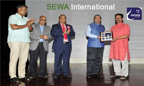 Secretary-General of SEWA International, Shri Shyam Parande, made a presentation on projects of SEWA International in India and abroad on 29th April 2017 at Embassy Auditorium. Ambassador invited Indian community in Oman to contribute to the success of Indias flagship developmental projects.