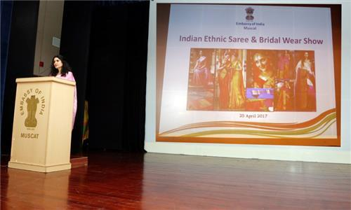 Mrs Sushma Pandey, wife of Ambassador of India to the Sultanate of Oman, organized a mesmerizing and memorable evening of Indian Ethnic Saree and Bridal Wear Show at the premises of Indian Embassy in Muscat on 25 April, 2017, showcasing the rich heritage of Indian Sarees as well as Bridal wear. It was attended by over 120 women, including spouses of diplomats, Omani women and women from within Indian community.