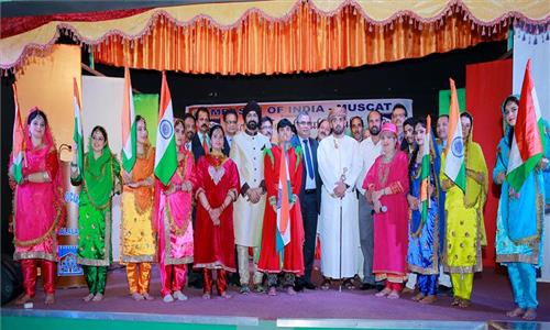 The visiting folk music and dance troupe from Jammu and Kashmir gave its last performance in Salalah, hosted together by the Embassy of India Muscat and Indian Social Club Salalah on 14th February 2017. The performance was witnessed by over 400 Omani and Indian nationals.