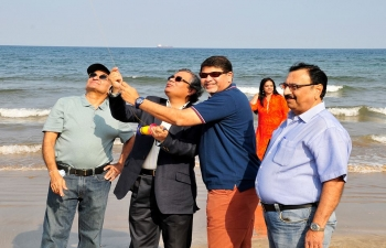 Ambassador was invited to celebrate the Annual Kite Festival which was organized by Muscat Gujarati Samaj at Shaati Al Qurum Beach on a sunny Friday morning.