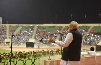 Honourable Prime Minister of India, Shri Narendra Modi, addressed the largest gathering of over 25,000 Indians at Sultan Qaboos Sports Complex, Muscat. Oman is host to a large and growing Indian community of 0.8 million, comprising business persons, students, professional workers, working in both private and public sectors. Prime Minister chose to address the Indian community as his first event after arrival in Muscat
