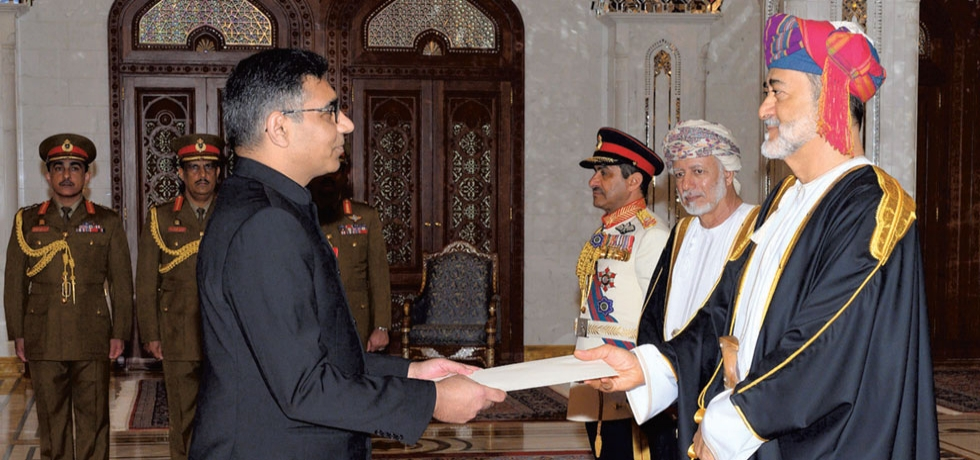 Ambassador Munu Mahawar presenting his Credentials to HM Sultan Haitham bin Tarik on 9 March 2020